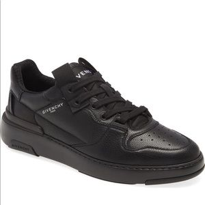 Givenchy  wing low top sneaker black 9us
